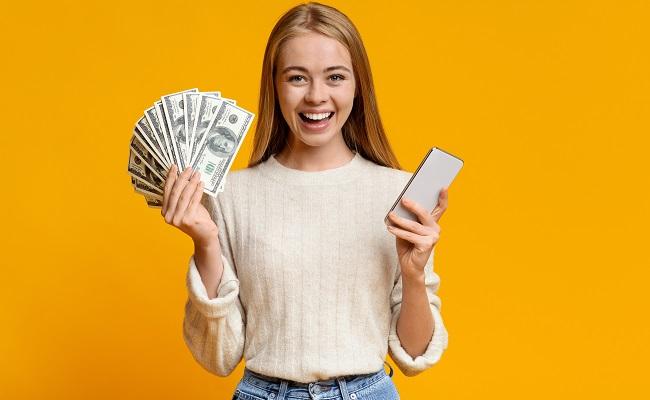 pożyczka przez telefon dziewczyna gotówka