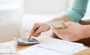dłoń, kalkulator, pieniądze