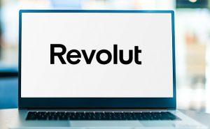 Revolut napis na ekranie laptopa